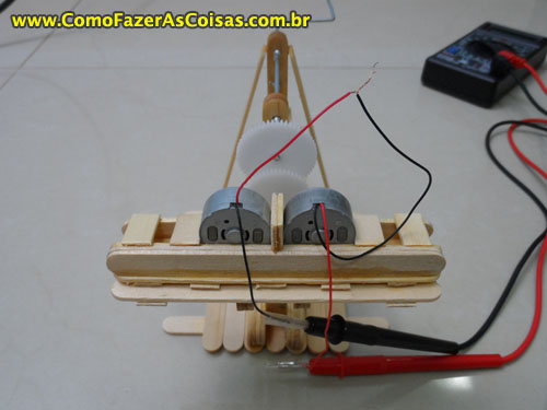 faa66b8f3f2 Mini gerador de energia manual movido a manivela