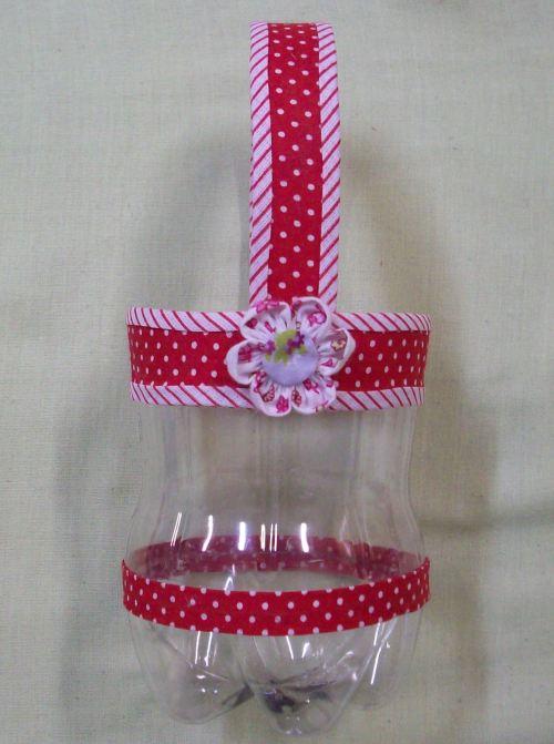 Cesta de garrafa pet com flor