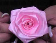 Como fazer uma linda rosa de fita para o dia das mães