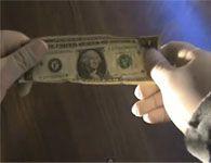 M�gica da moeda que desaparece na nota de um d�lar