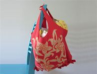 Como fazer sacolas recicladas com camisetas que voc� n�o usa