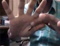 Como fazer a mágica da moeda que desaparece em suas mãos
