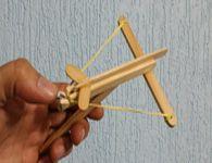 Como fazer uma mini balestra pistola de palitos de picolé