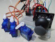 Joystick controlando 3 servomotores no Arduino