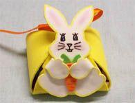 Como fazer uma lembrancinha de p�scoa de EVA com coelho e cestinha